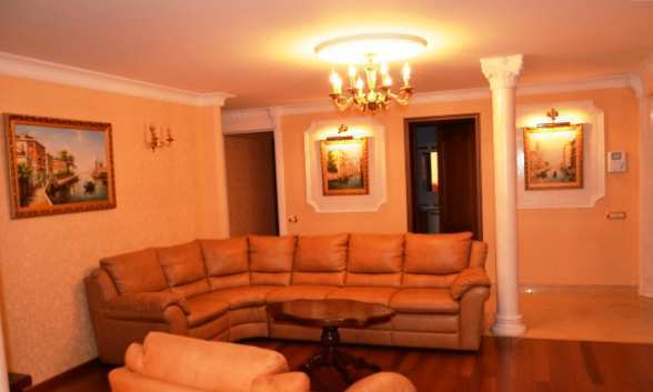 г. Феодосия, Старшинова Бульвар, 3-комнатная квартира, 109 кв м, Продажа