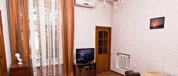 г Феодосия, ул Стамова, дом 52 кв м, участок 1,6 сот, длительная аренда.